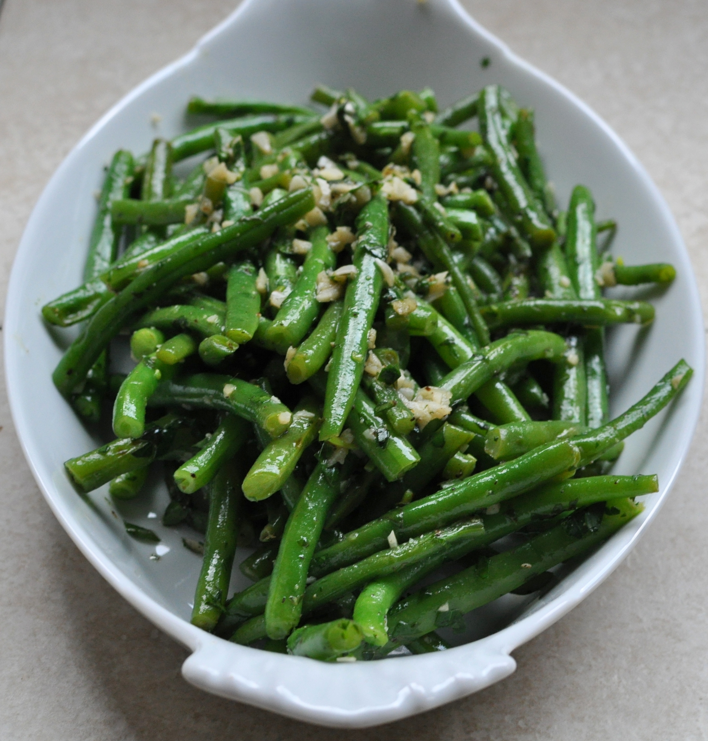 SautΓ©ed Green Beans with Garlic and Herbs {Cooking Planit T-Fal Review}