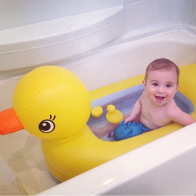 Baby Product Love Munchkin Ducky Tub